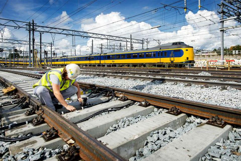Noi investiții în infrastructură: trenurile vor putea circula cu 160 km/h pe tronsonul Gurasada-Simeria