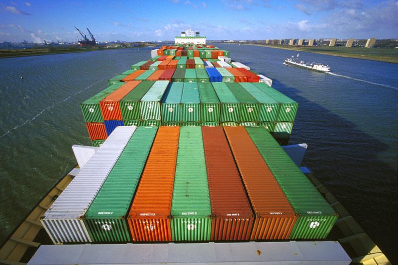 Volume scăzute de marfă în Portul Rotterdam