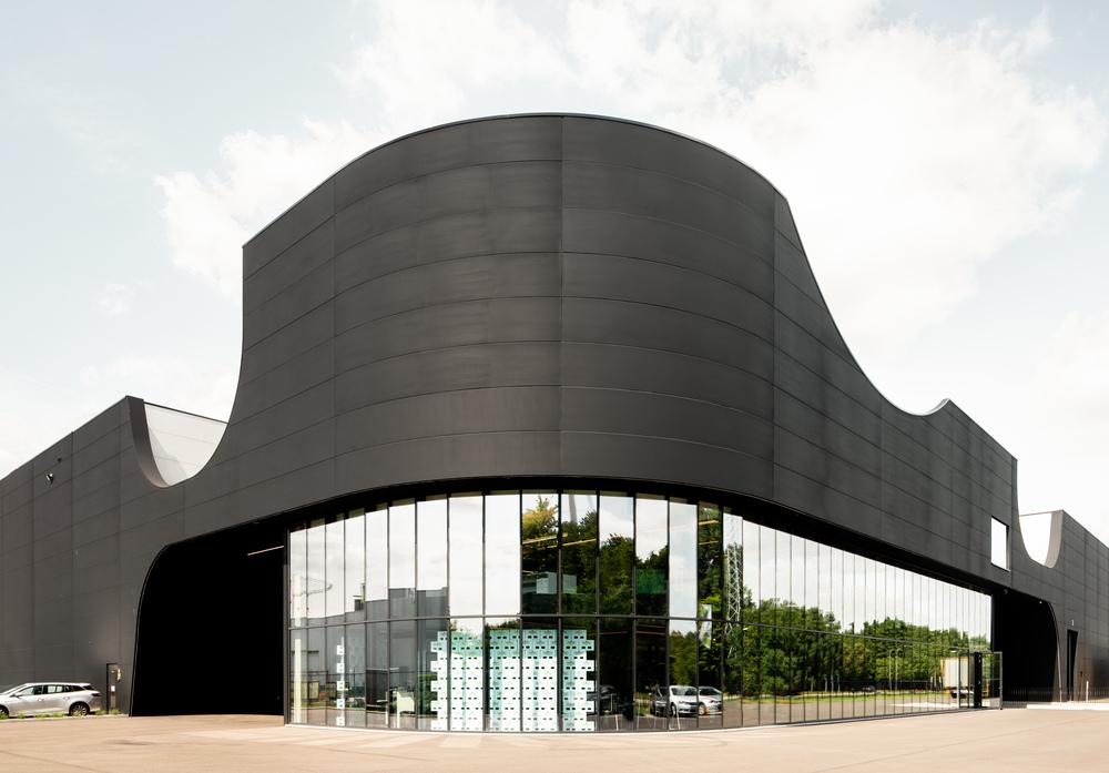 Cum se fabrică ambalajele reutilizabile din plastic? Noua unitate de producţie Schoeller Allibert din Beringen, Belgia