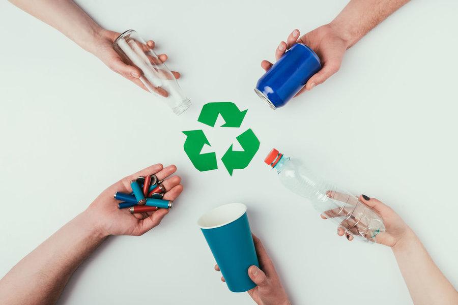 Peste 10 milioane de tone de plastic transformate în produse noi până în 2025