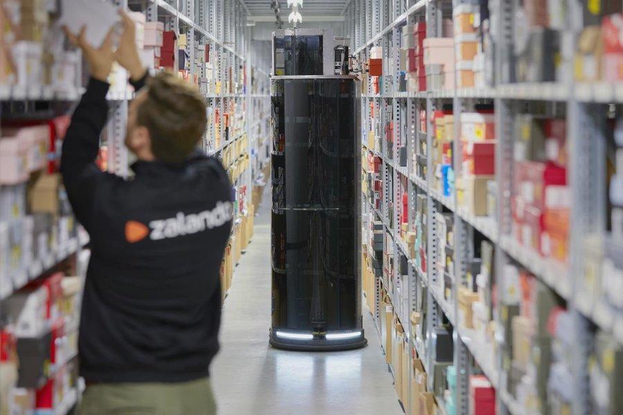 E-commerce: Zalando face pași spre robotizare pentru a livra mai rapid comenzile