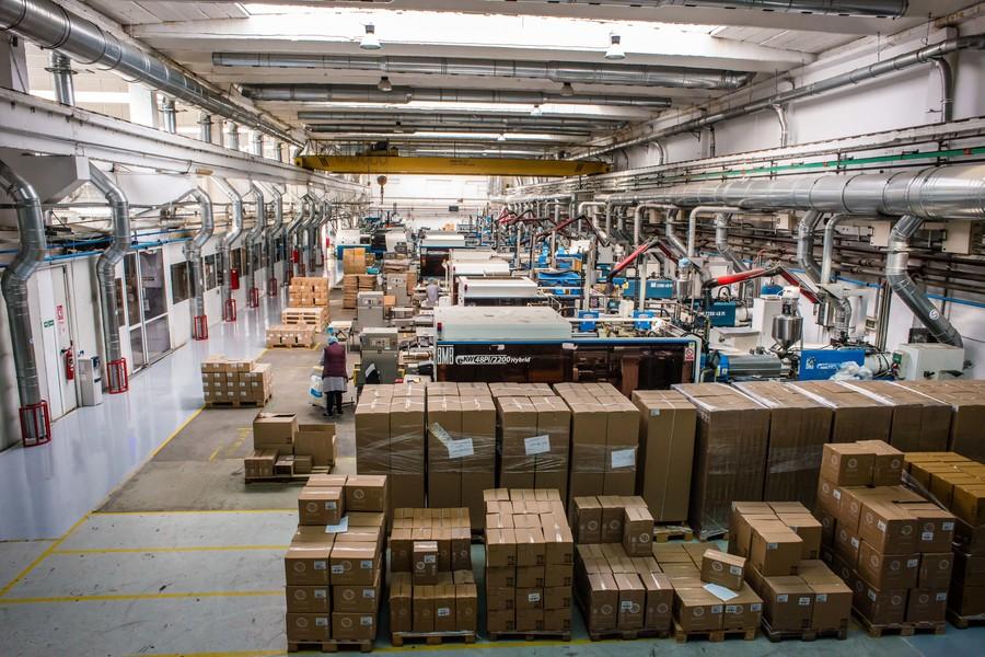 Business în vremea Coronavirus: Goldplast, de la producția de veselă din plastic la cea de viziere