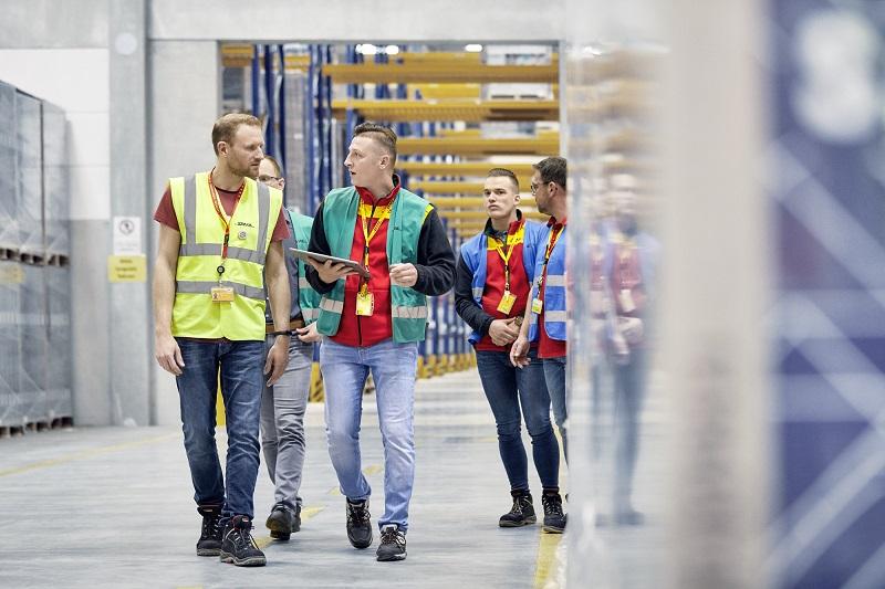 DHL Supply Chain și Blue Yonder lansează o platformă software pentru robotică
