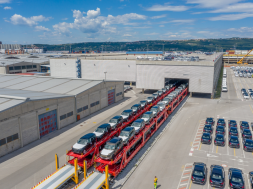 Tren Jaguar Land Rover port Koper