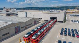 Primul tren cu vehicule Jaguar Land Rover a ajuns în Portul Koper