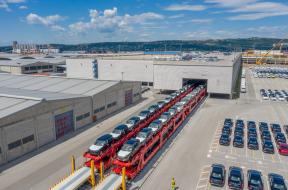 Tren Jaguar Land Rover port Koper