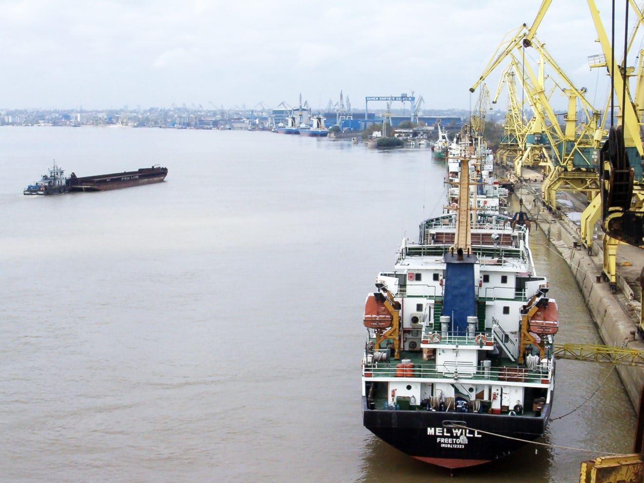 Un nou proiect UE promovează transportul fluvial de marfă
