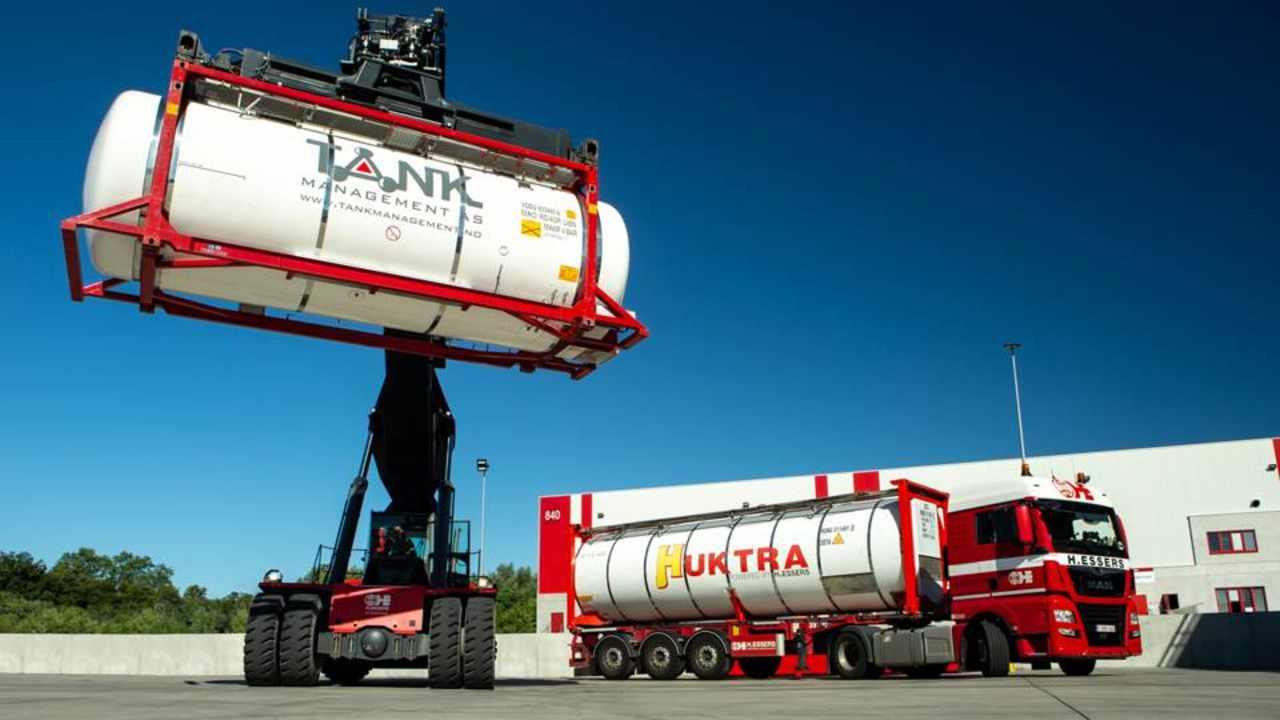 H.Essers achiziționează Tank Management și extinde serviciile de transport multimodal pentru produse chimice lichide