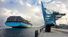 Maersk suspendă contractele pe termen scurt din cauza crizei Canalului Suez