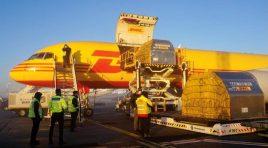 DHL Express livrează pe cale aeriană noi loturi ale vaccinului COVID-19 în România