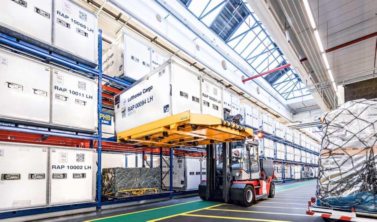 Lufthansa Cargo lansează un serviciu premium pentru transportul vaccinurilor pentru Covid-19