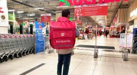 Livrări last-mile: Auchan livrează la domiciliu prin foodpanda România