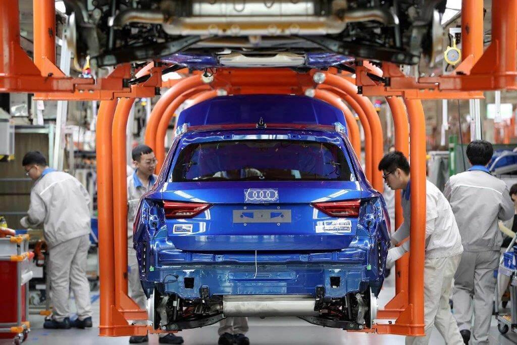Pe fondul crizei de semiconductori, primele semne de revenire ale industriei auto se vor vedea abia în 2022
