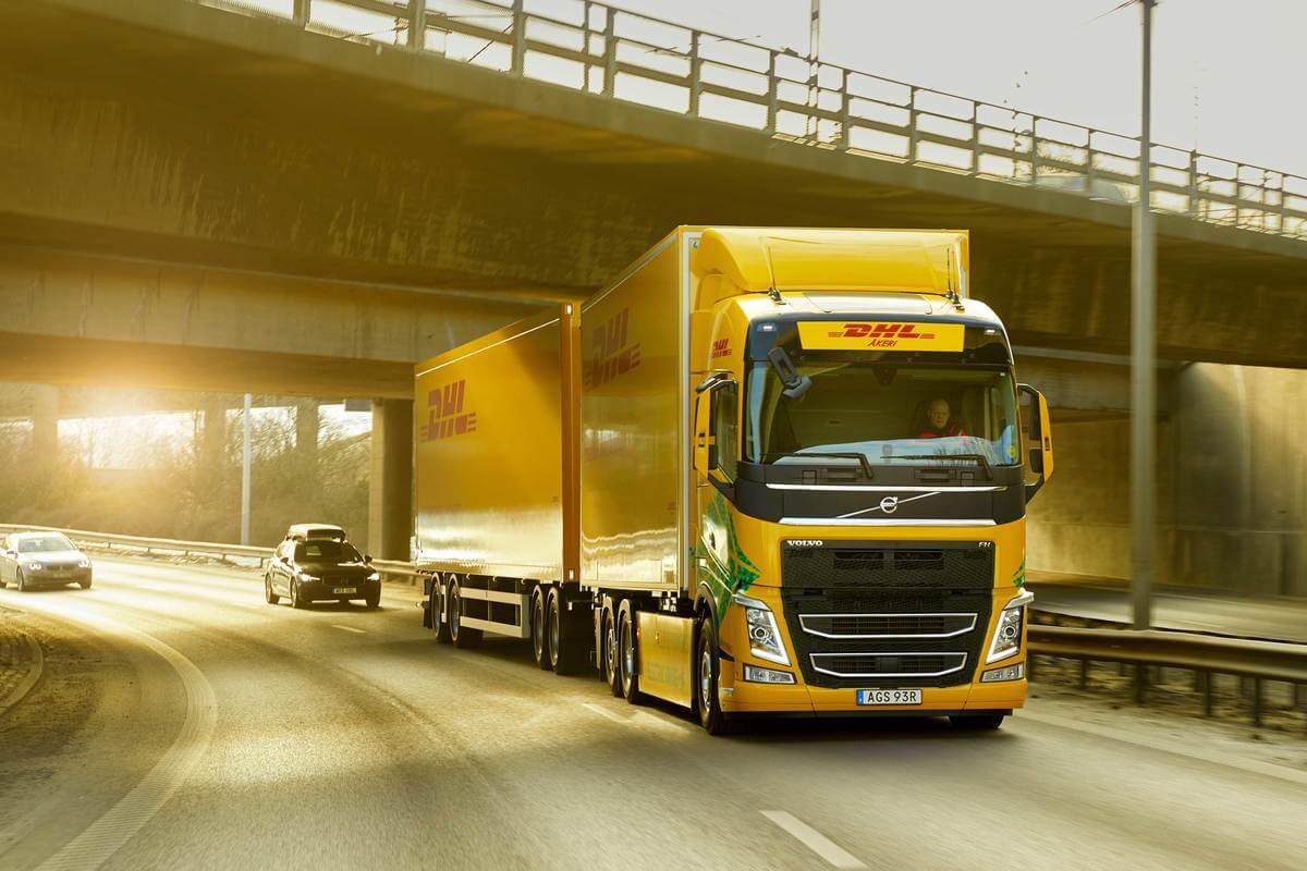 DHL Freight și Volvo Trucks testează în premieră mondială un camion electric pentru transportul de distanțe lungi
