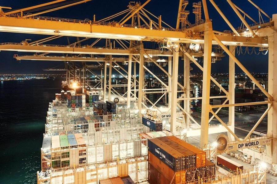 DP World: creștere cu 13,9% a volumului de containere în prima jumătate a anului 2021
