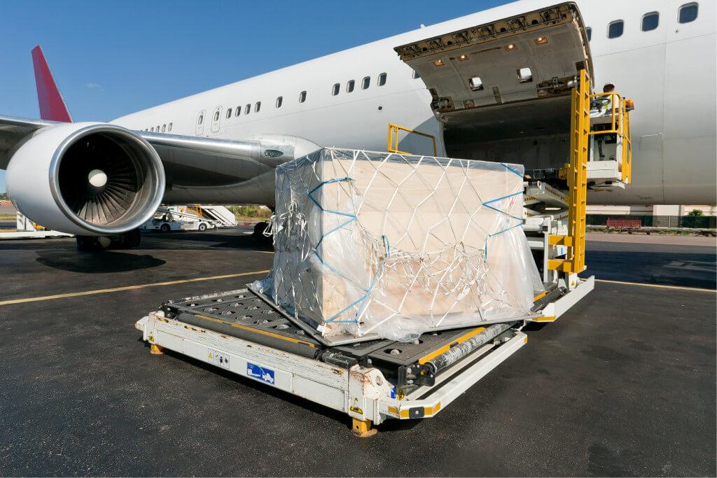 Capacitatea de transport aerian de marfă rămâne restricționată