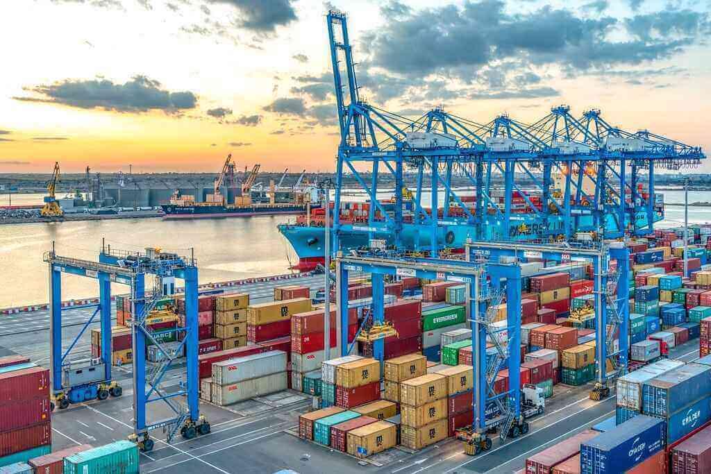 796.141 TEU manipulate prin terminalele de containere de la Marea Neagră. Creștere la import și scădere la export pentru România
