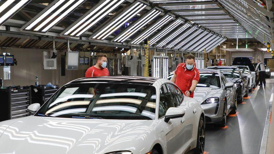 Green Logistics: Porsche le solicită furnizorilor să treacă la energie verde